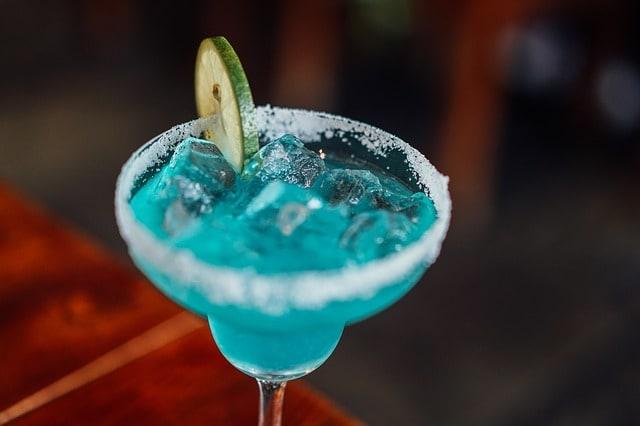 """""""Голубые Гавайи"""" - 5 рецептов нерушимой классики!"""