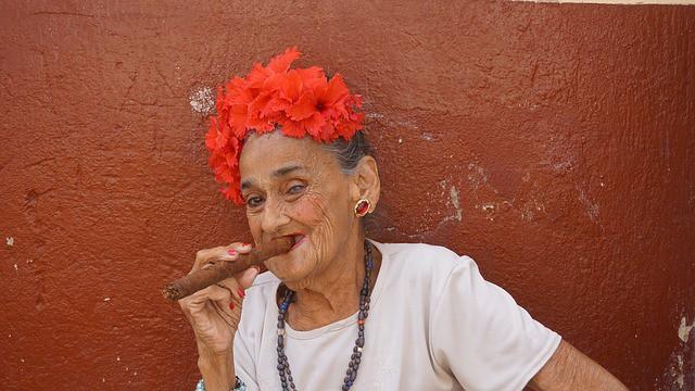 Очень бойкая старушка, которая мошенников вокруг пальца обвела!
