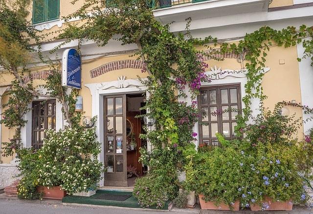 Итальянская деревушка готова заплатить 2 000 евро, каждому новому жителю!
