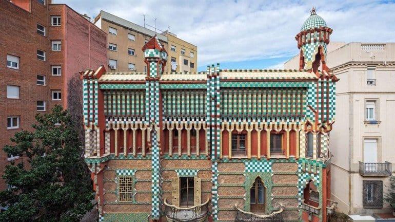 Уникальное здание Барселоны. Одна из главных достопримечательностей Испании.