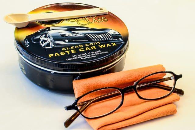 Образовались царапины на очках? 10 способов избавиться от неприятности!