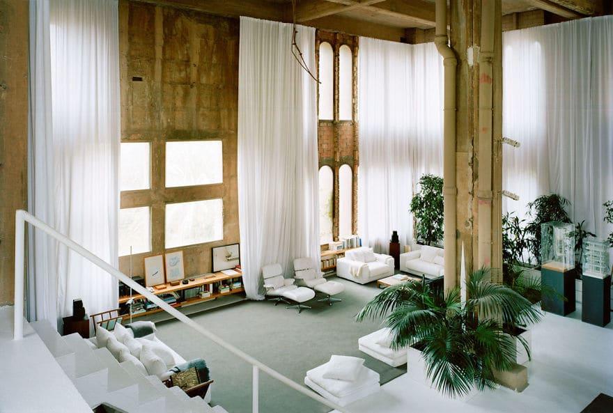 Посмотри как талантливый архитектор превратил цементный завод в жилой дом!
