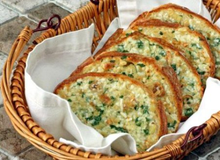 Батон запеченный с сыром и чесноком в духовке! Просто пальчики оближешь!
