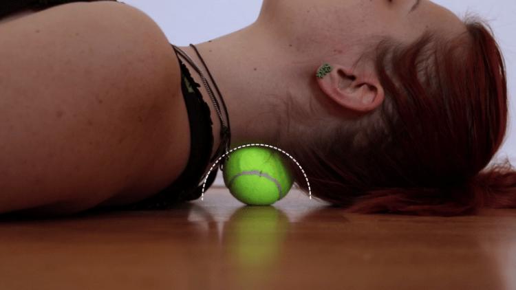 7 бед - один ответ: теннисный мяч. Поможет справиться с офисными болезнями.