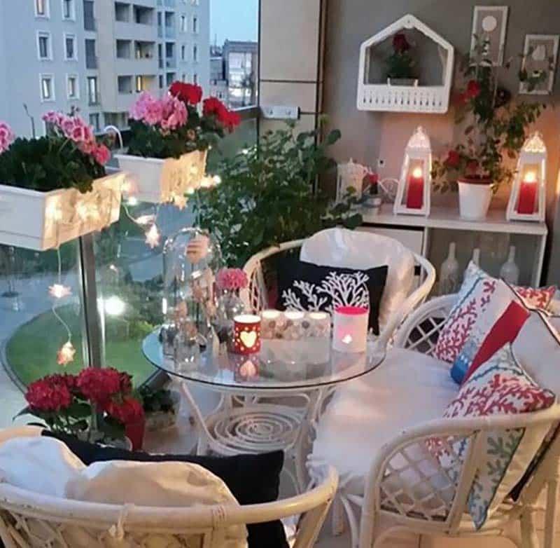 27 потрясающих идей для маленького балкона. Здесь приятно посидеть с чашкой чая!
