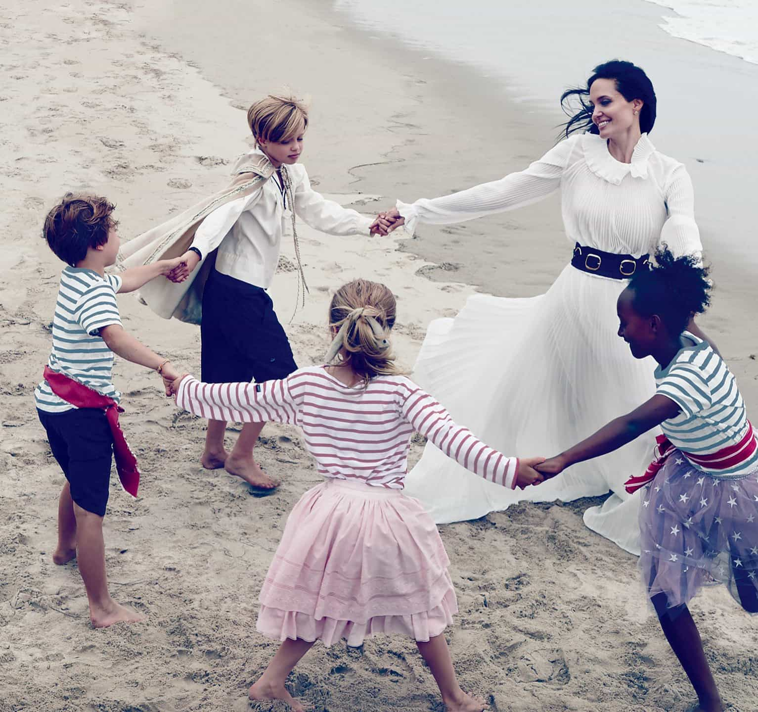 Они были счастливы. Фото Джоли и Питта с детьми взорвали Интернет!