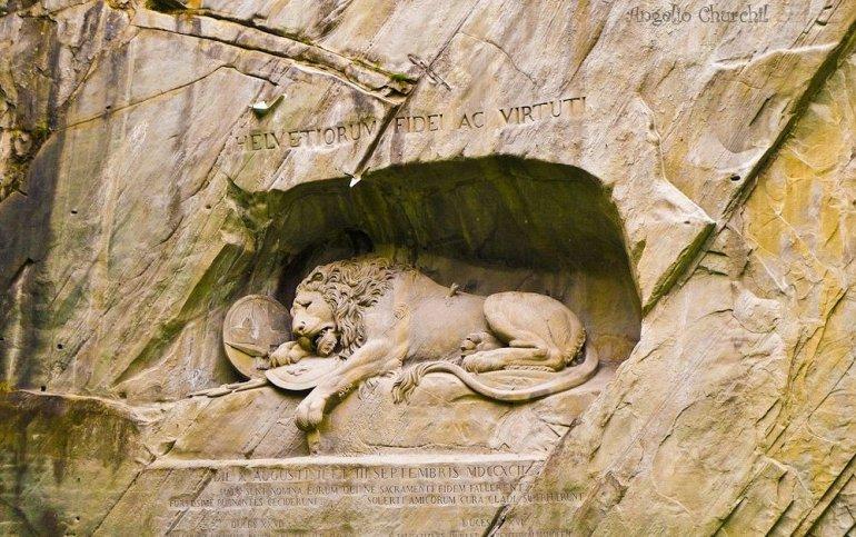 Памятник в честь швейцарцев, которые защищали знать Франции во время революции.