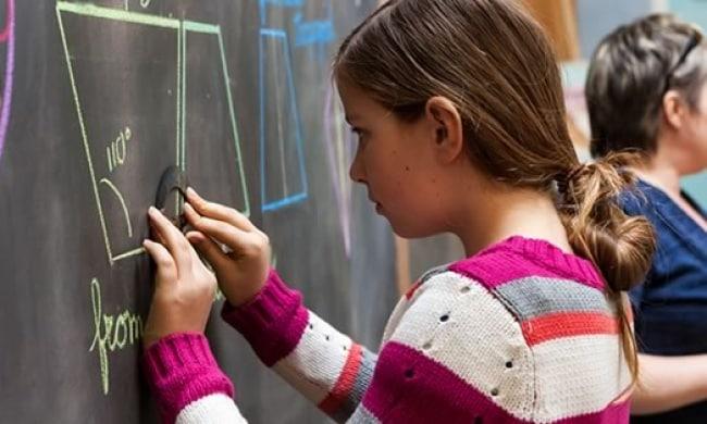 Школа без компьютеров: как лучше обучать детишек?