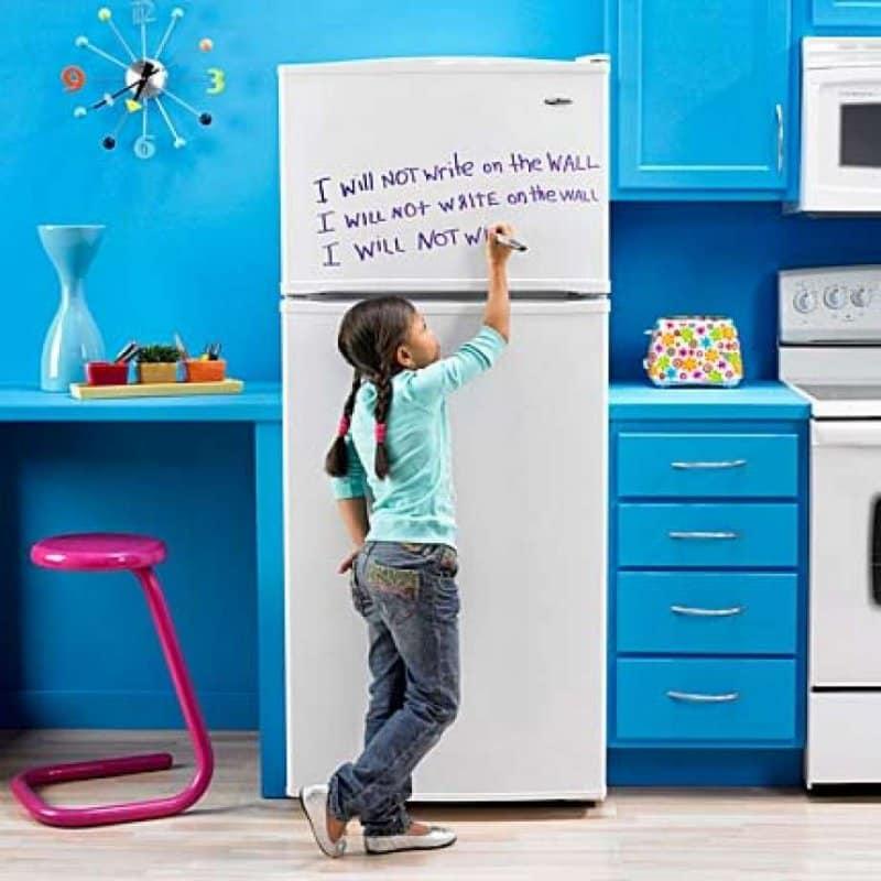 Необычный подход к дизайну холодильника. Какой хотели бы иметь Вы?