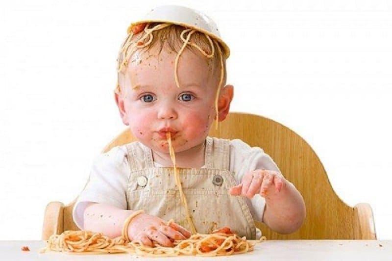 Когда ребенок голодный. 17 веселых фотографий детей, у которых разыгрался аппетит!