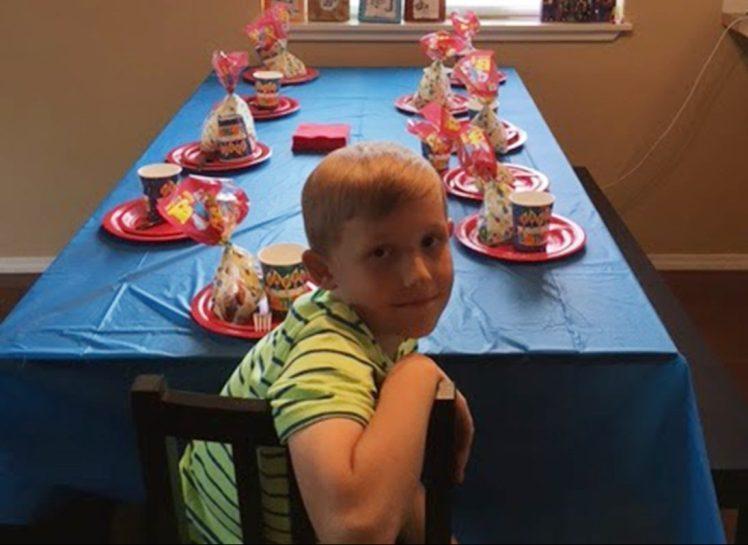 К мальчику никто не пришел на день рождения. Но потом его поздравил сам мэр!