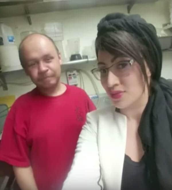 Он попросил еду, а женщина предложила работу. С тех пор бездомный работает в ресторане.