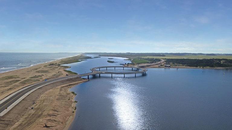 Почему мост в Уругвае построили по окружности? Причина нестандартна!