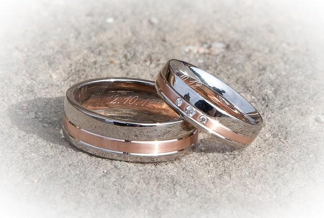 Обручальное кольцо - не простое украшение. 10 примет, к которым стоит  прислушаться. cda2b65cf50