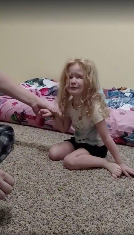 Девочка 3-х лет проснулась парализованной... Родители будьте внимательны!