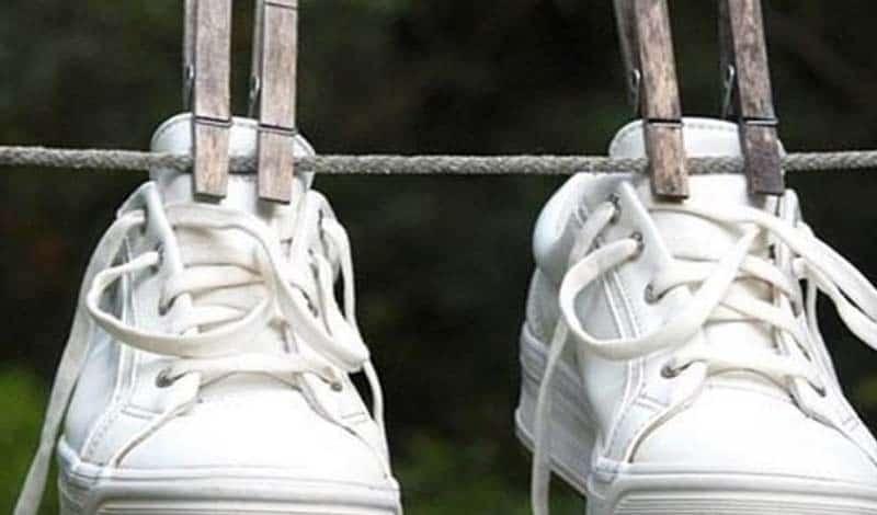 Неприятный запах обуви: как от него избавится?