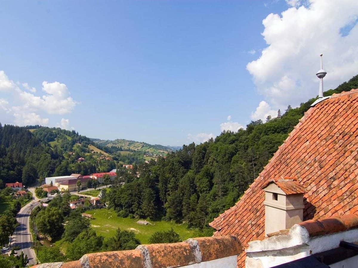 """Знаменитый румынский замок: только 500 лет спустя Стокер """"поселил"""" в нем Дракулу."""