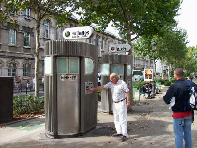 Новотехнологичный туалет - конфуз для неизбалованного туриста)! Дело было в Штутгарте...