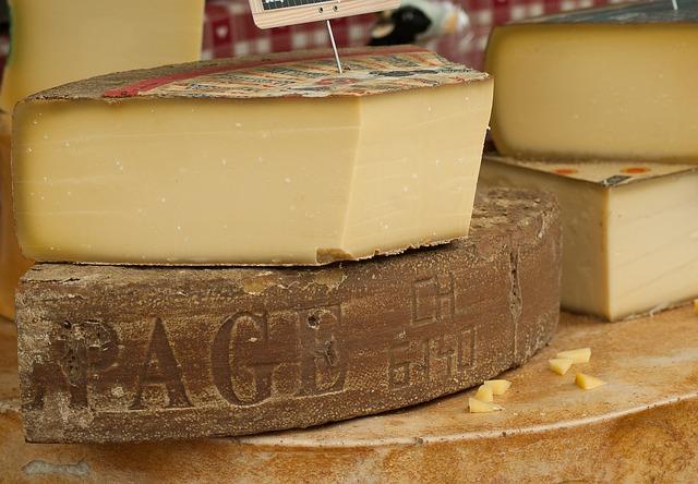 """6 правил по выбору настоящего сыра! Как защитить себя от подделки и не купить """"гадость""""!"""