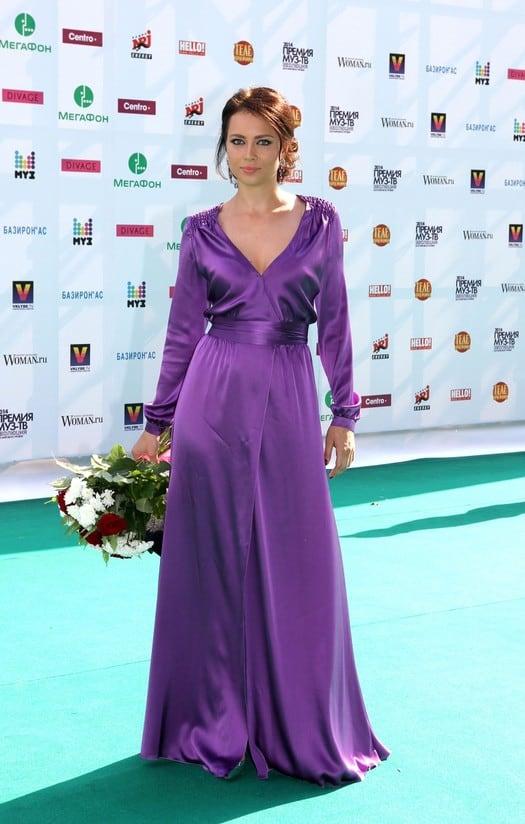 Стильная и красивая Настасья Самбурская: как благодаря популярности менялся ее стиль?