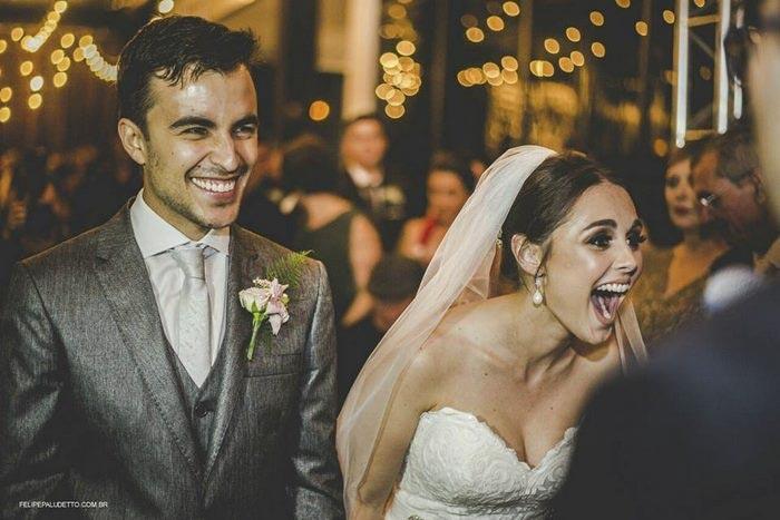 Бродячая собака едва не сорвала свадьбу. Эта история закончилась необычно.