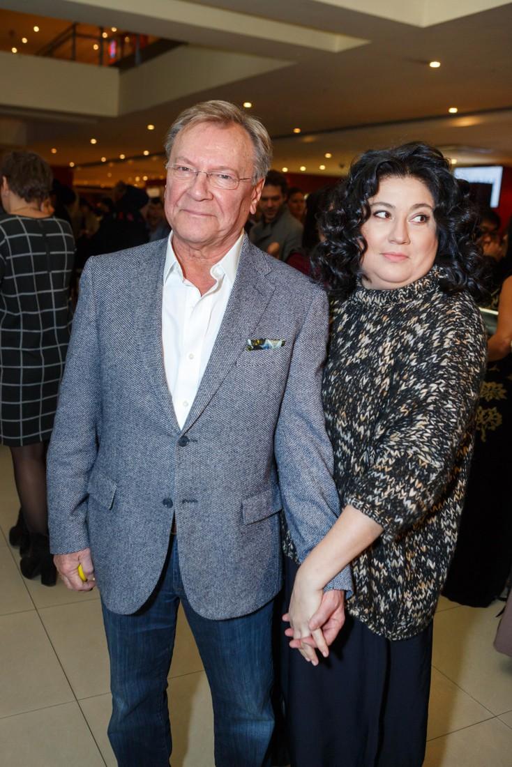 Молодая супруга Сергея Шакурова на новых снимках выглядит как его ровесница!