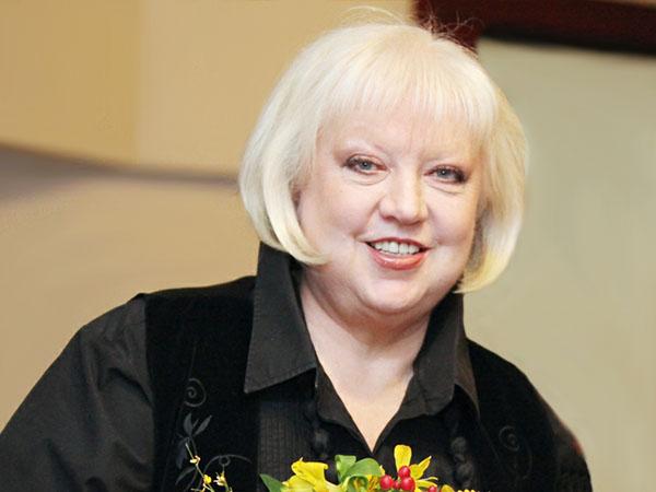 Светлана Крючкова после борьбы с онкологией вышла в свет в новом образе!