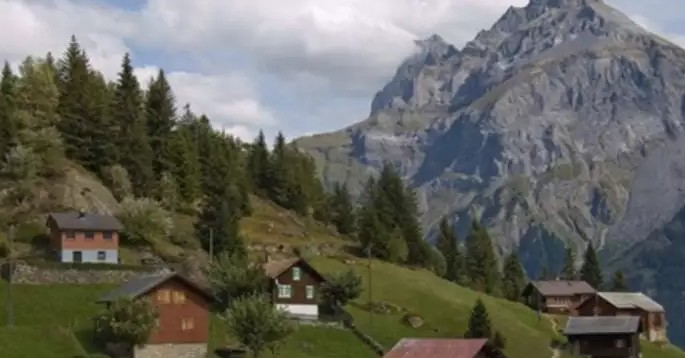 20 000 евро каждому, кто переедет жить в одну швейцарскую деревню!