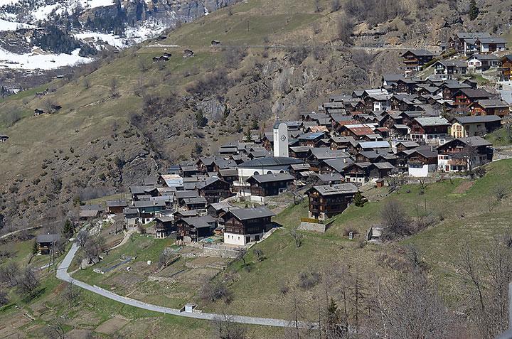 Маленькая деревня в Швейцарии планирует заплатить 20 тысяч евро каждому новому жителю!
