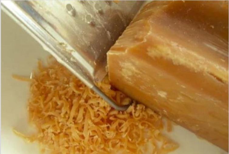 12 способов использовать хозяйственное мыло в быту.