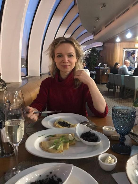 Цымбалюк-Романовская после развода с Джигарханяном стала сказочно богатой и хвастается роскошной жизнью.
