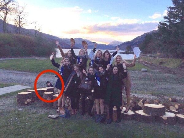 Выпускницы колледжа запечатлели на фото местное приведение! Мороз по коже!