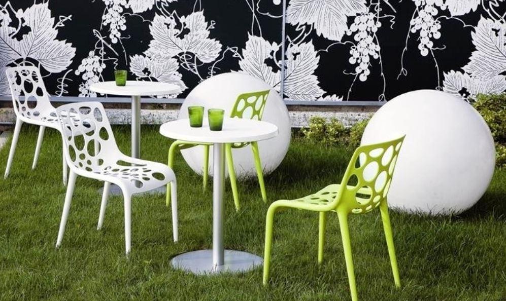 Пластиковая мебель для сада и дачи: плюсы и минусы.