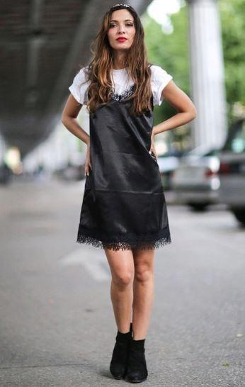 платье с футболкой.