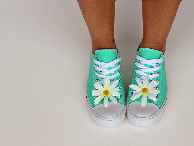 Как постирать кроссовки в стиральной машине: важные этапы подготовки, чтобы не испортить обувь!