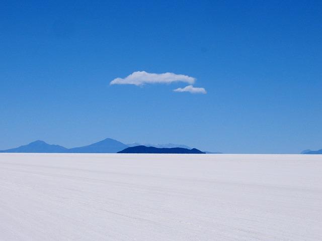 Красивое озеро Уюни