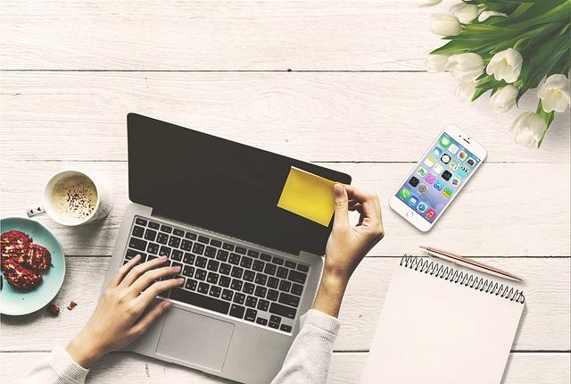 Как заработать в интернете в домашних условиях, используя свои руки и ум.