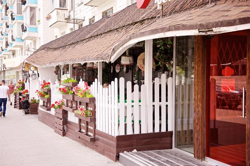 Какой ресторан стоит непременно посетить, чтобы отведать настоящий украинский борщ!