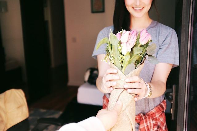 Красивая доставка цветов по Одессе для мамы – плюсы покупки онлайн