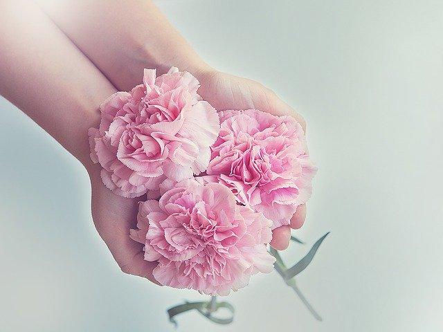 Как заказать цветы любимой девушке, маме, близким в другую страну или город